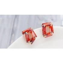 Cercei aurii in forma de patrat cu cristale australiene rosii