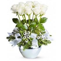 Aranjament din trandafiri albi - Craiasa Zapezii Roflora