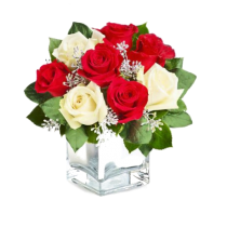 Aranjament din trandafiri rosii si trandafiri albi - Darul Perfect Roflora