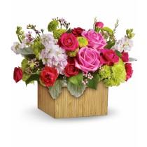 Aranjament cu minirosa, trandafiri, crizanteme si waxflower - Emotie Roflora