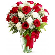 Buchet din 19 trandafiri rosii si albi - Iubire si devotament Roflora