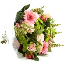 Buchet din trandafiri, gerbera si hypericum - The Perfect Bouquet  Roflora